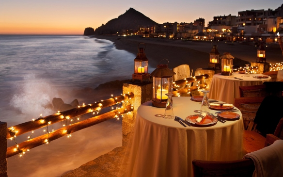Beach-Candlelight-Dinner